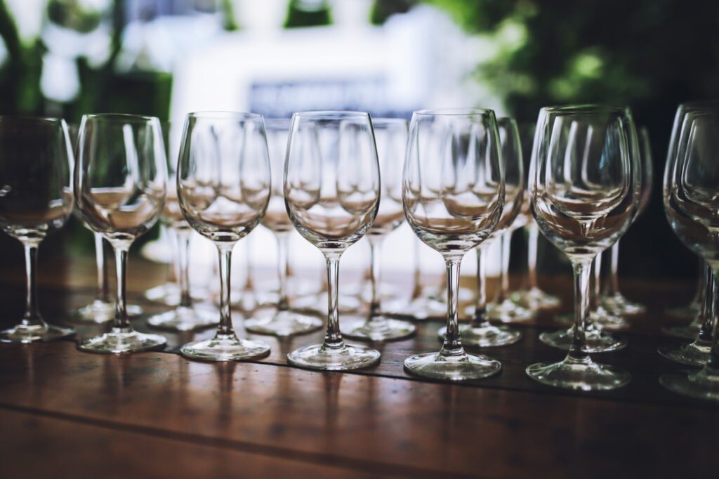 wineries in loudoun county love to do wine tastings using fluted glass